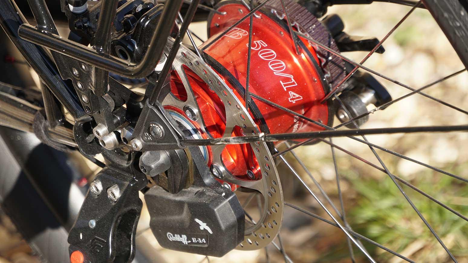 Rennstahl Reiserad Rohloff - die rote Rohloff 500/14 - vorne gekapselt: der Schaltmotor der E-14