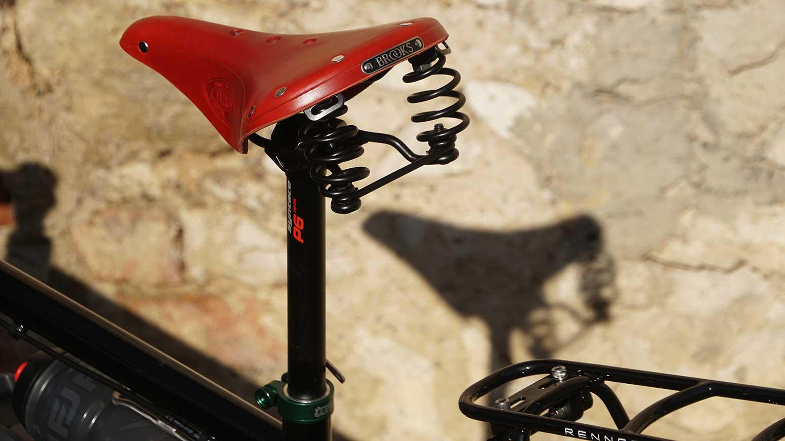Rennrad Reiserad Rohloff: Brooks Sattel in Rot