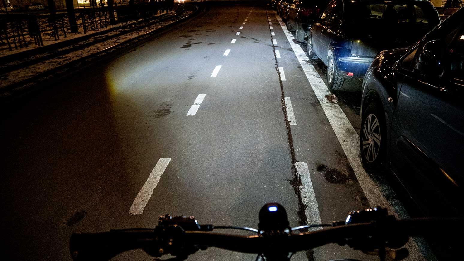 Der symmetrische Lichtkegel der Lupine SL ist nach allen Richtungen sauber abgegrenzt und leuchtet einen weiten Bereich der gesamten Fahrbahnbreite aus.