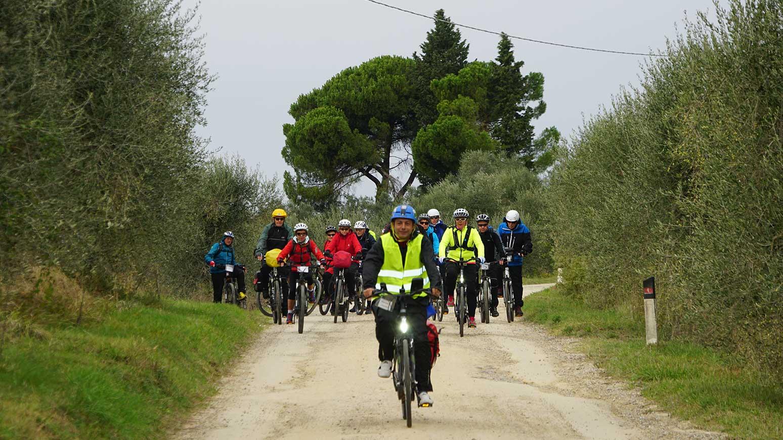 Toskana Radreise: Deutschsprachige Guides führen die Gruppen an - 2018 ist auch der Chefredakteur dabei.
