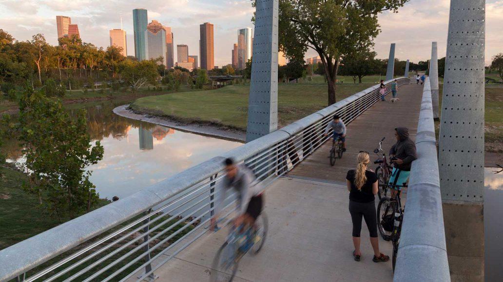 Radfahrer im Buffalo Bayou Park in Houston/USA