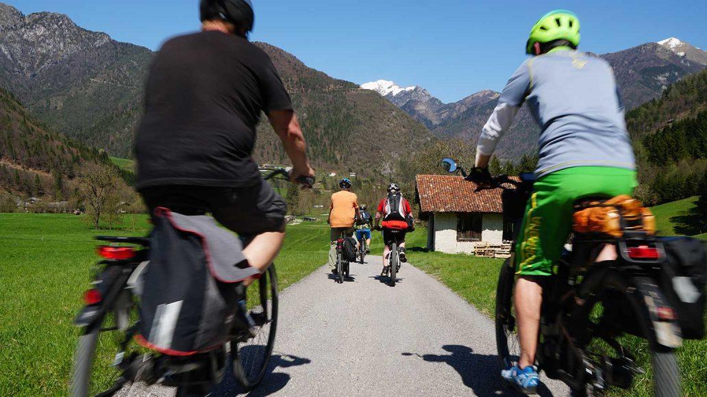 Leserreise Gardasee:,Tour 4: Auf zum Ledrosee: Abfahrt von der Berghütte, die ein erstklassige Brotzeit zu bieten hatte.