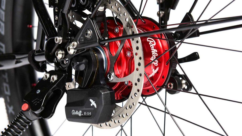 Rote Rohloff Speedhub in E-14-Version, dank E-Stellmotor komfortabel schaltbar.