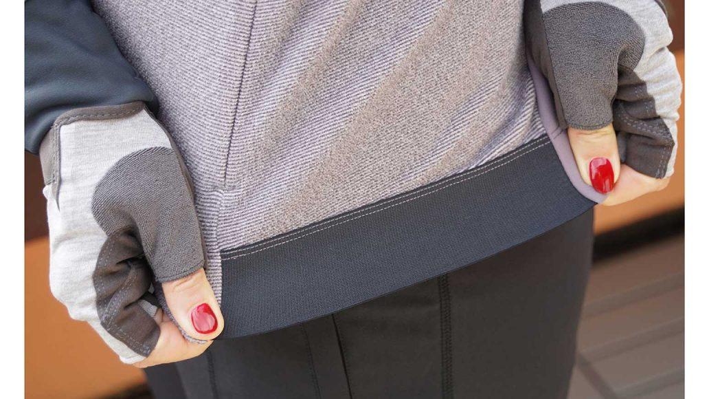 Shimano Transit Fleece Jersey: Seitliche Bündschen verhindern elastisch das Hochrutschen des Jerseys.