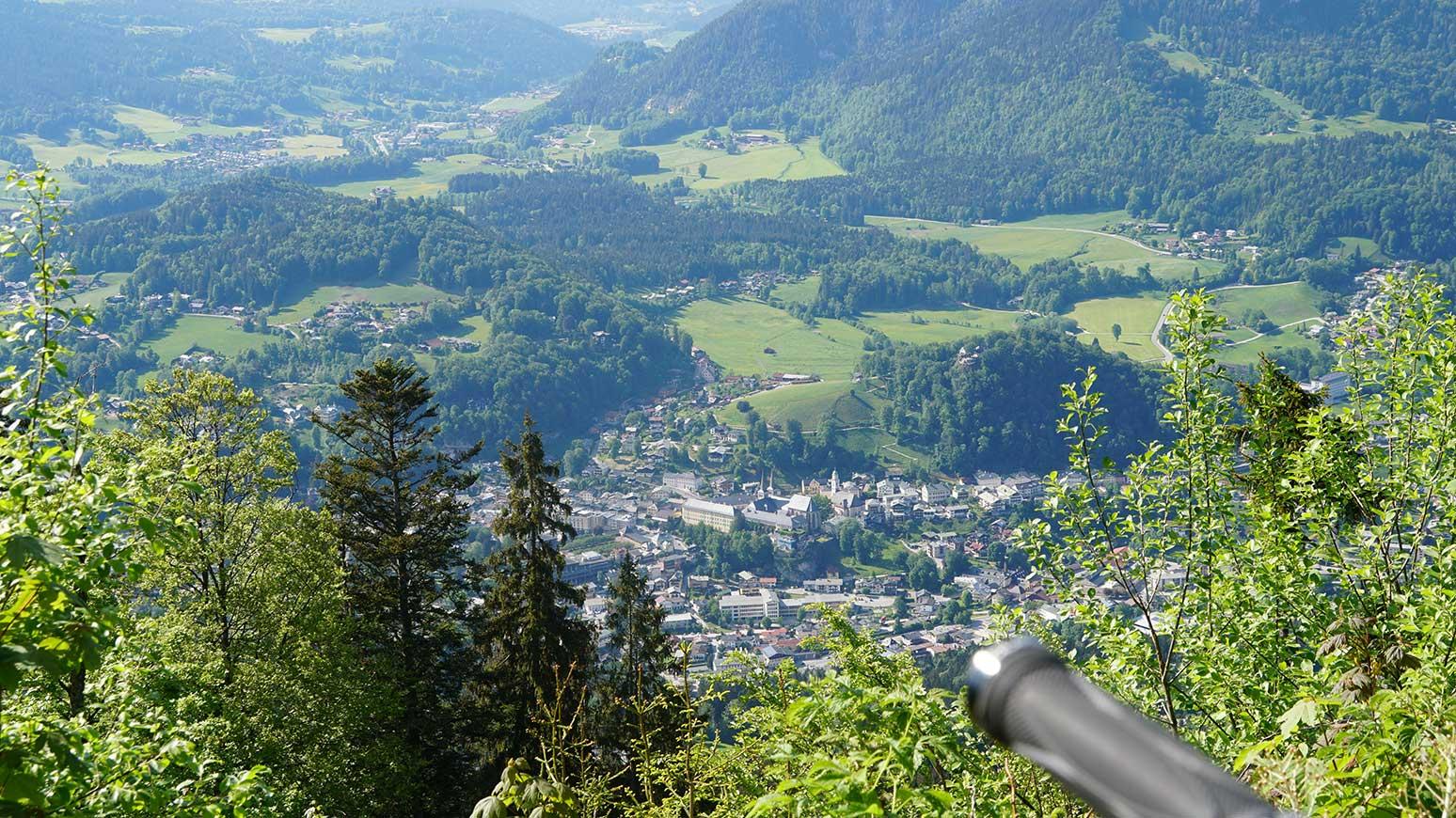 Blick auf Berchtesgaden und seine Kirchen in der Oberstadt