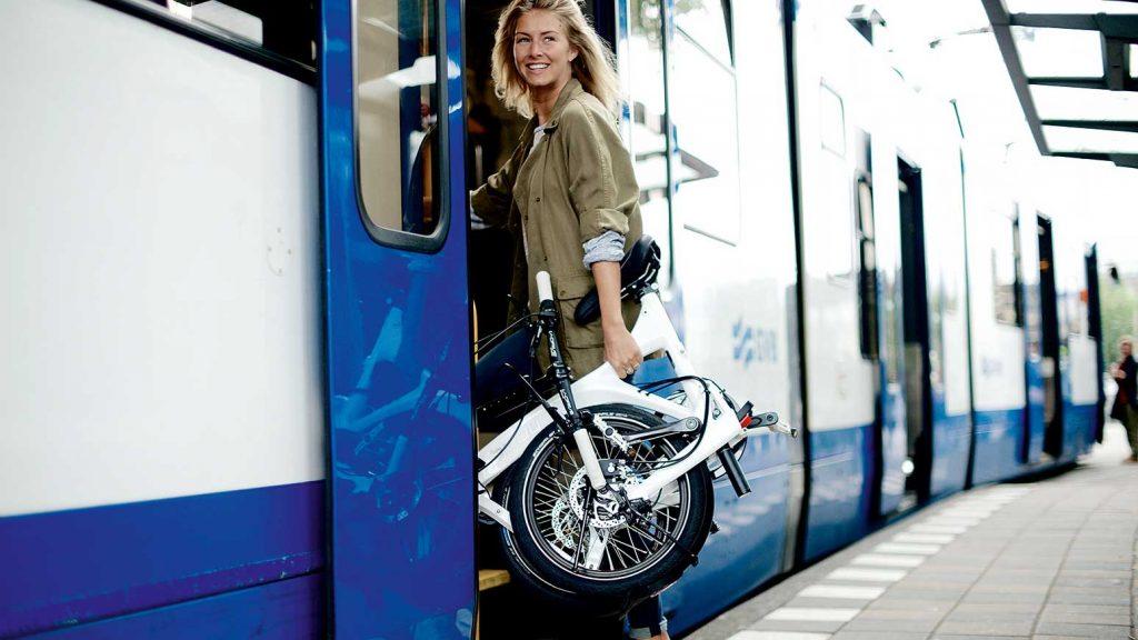 Die Mitnahme eines Faltrads ist in der Regel kostenlos.