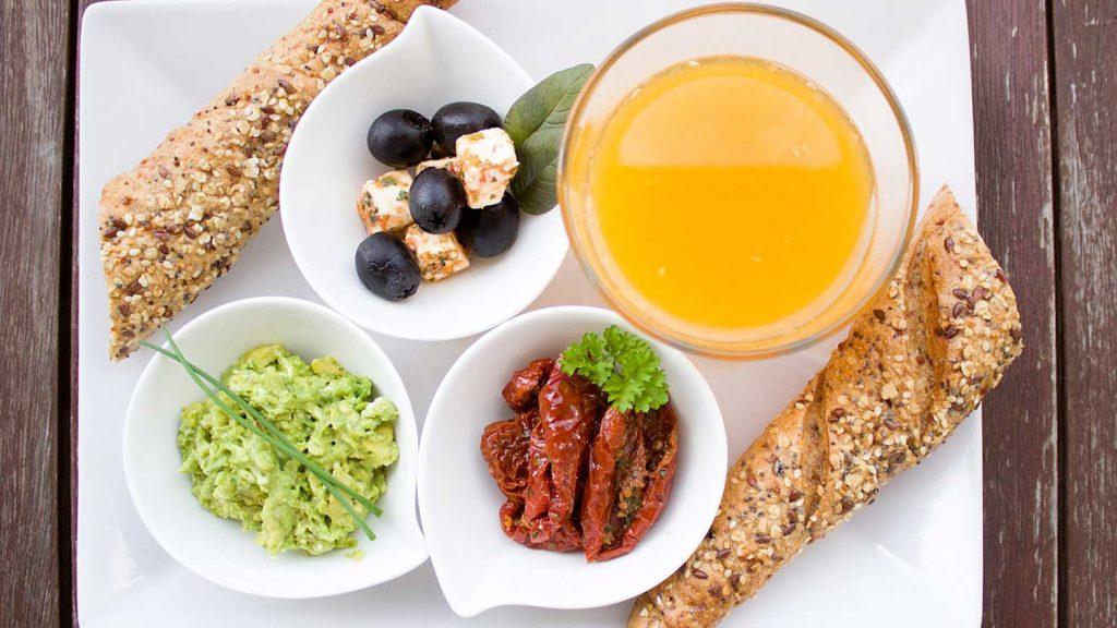 Das Frühstück ist die wichtigste Mahlzeit des Tages.