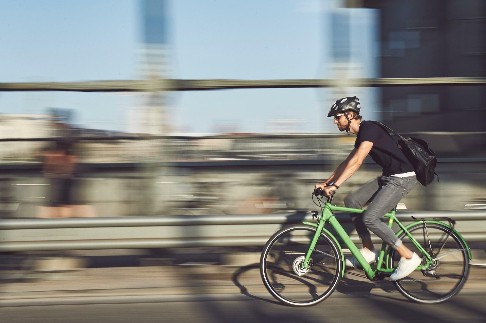 urbanbikes im test 7 e bikes f r die stadt. Black Bedroom Furniture Sets. Home Design Ideas