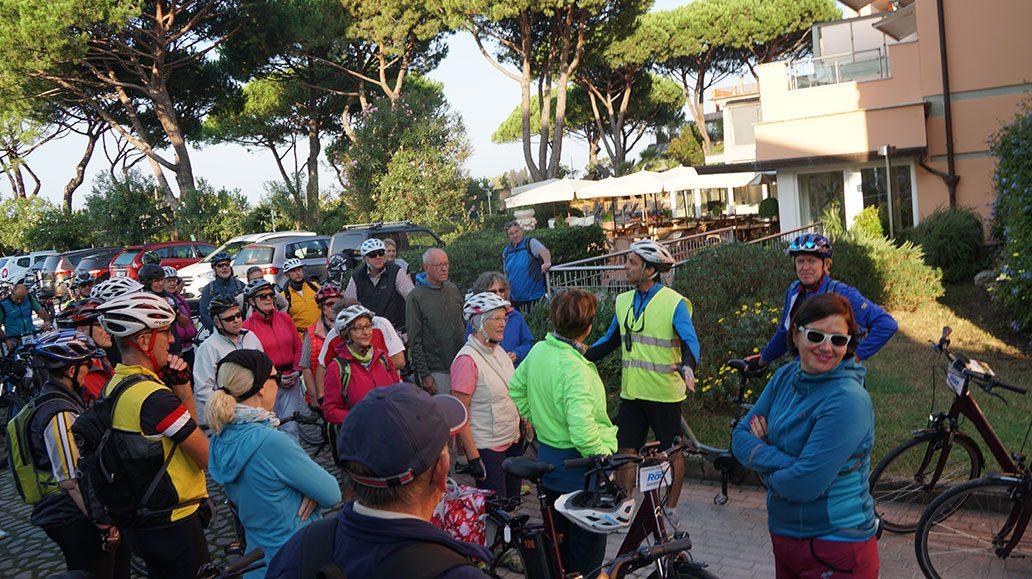 Start zur Tour nach Pisa, erste Ansprache des Guides Jean Claude