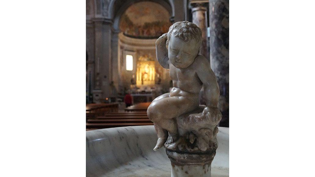 Szene im Duomo von Pietrasanta