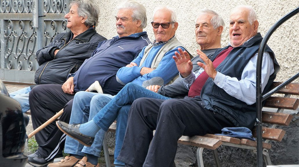 Carrara rückt nächer: Männerrunde in einem der Dörfer
