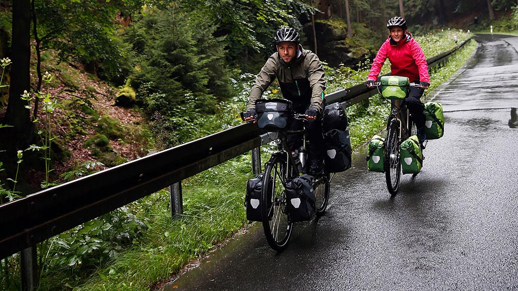 Regenausstattung erhöht den Fahrspaß in Herbst und Winter. (Foto: Ortlieb)