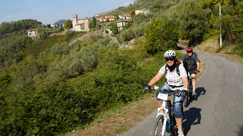 Panoramastraße über die Dörfer, Lucca ist nicht mehr fern