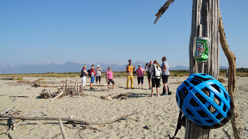 Am Sandstrand mitten im Naturschutzgebiet Torre del Lago