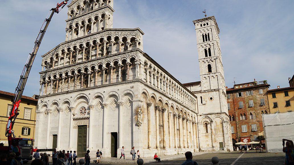 Sehenswert: der schneeweiße Duomo von Lucca