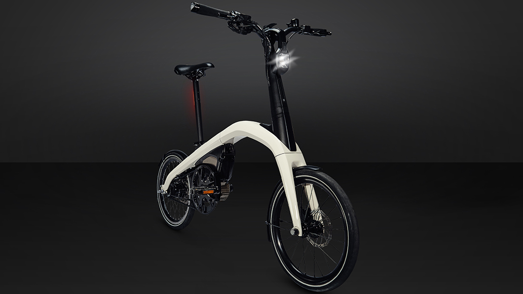 We blended electrification engineering know-how, design talents and automotive-grade testing with great minds from the bike industry to create two innovative, integrated and connected eBikes – one folding and one compact.