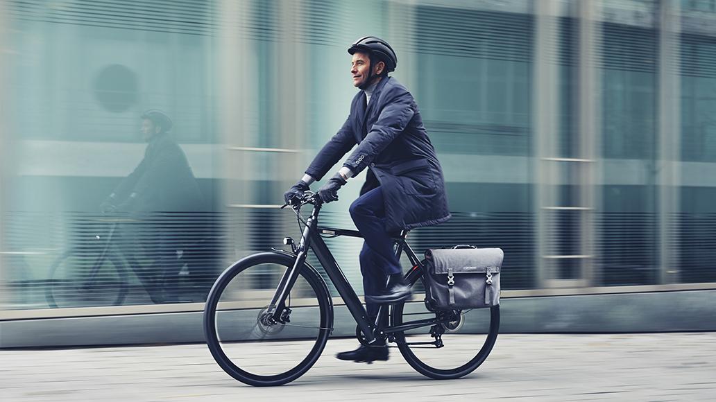 Wer mit dem Rad statt mit dem Auto pendelt, lebt nachweislich zufriedener und gesünder.
