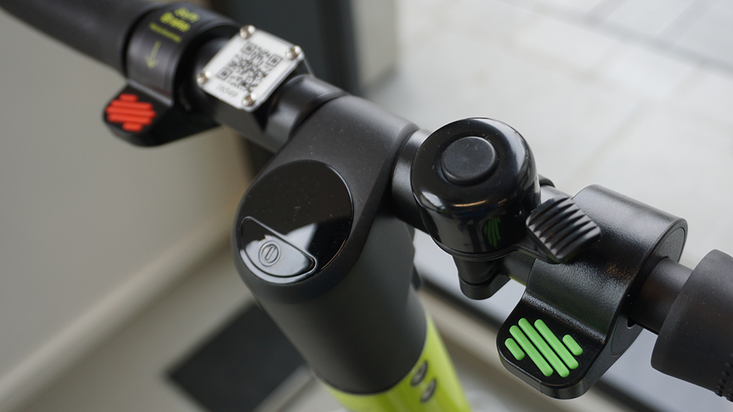 Das Hive-Cockpit. Grün: Beschleunigen. Rot: Bremsen