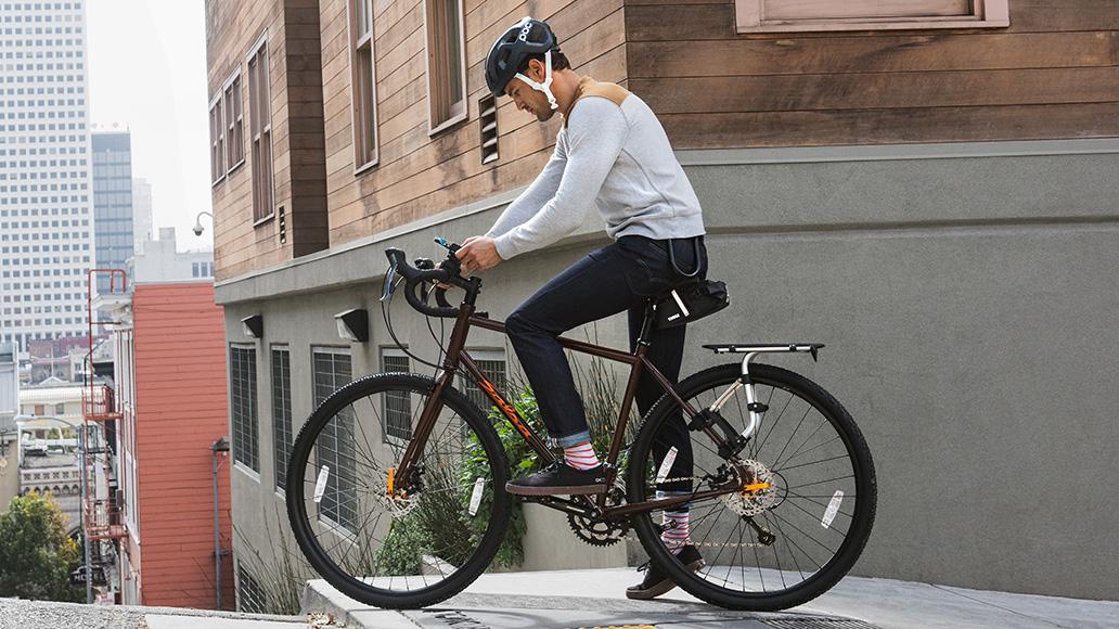 Sportliche Räder ohne Gepäckträger können mit dem Thule Tour Rack gut ergänzt werden.
