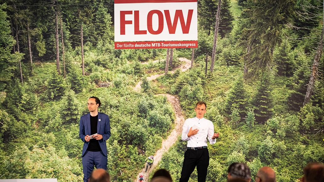 Tilman Sobek (links) und Norman Bielig führen durch den Kongress.
