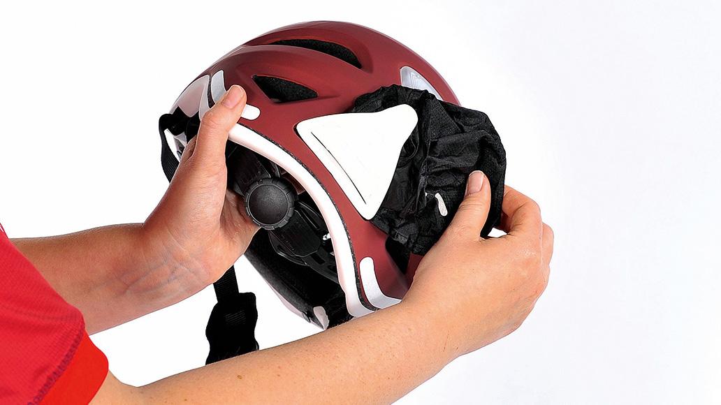 Praktisch, aber leider selten: Ein im Helm integrierter Regenschutz.