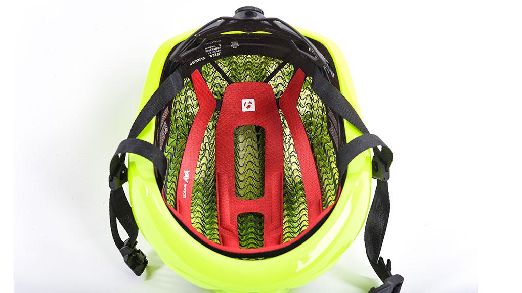 Innenansicht des Helms, bei der man die Technologie WaveCel gut erkennen kann.