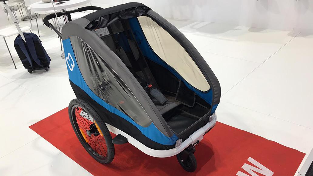 Hamax bietet ab 2020 auch einen Low-Budget-Kinderanhänger für um die 400 Euro an.