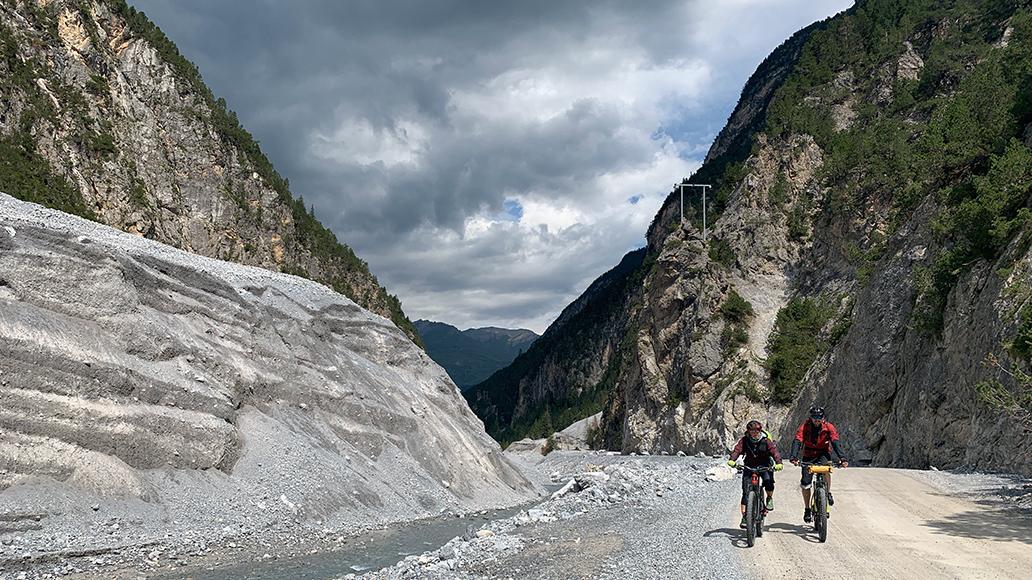 Auffahrt zum Val Mora.