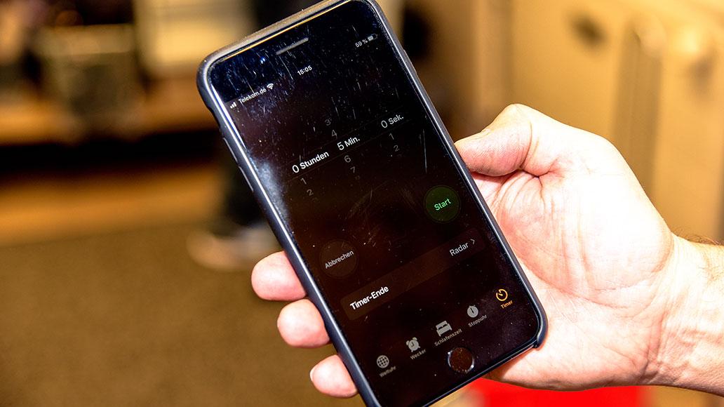 Schlauch flicken, Smartphone, Wecker, Stoppuhr