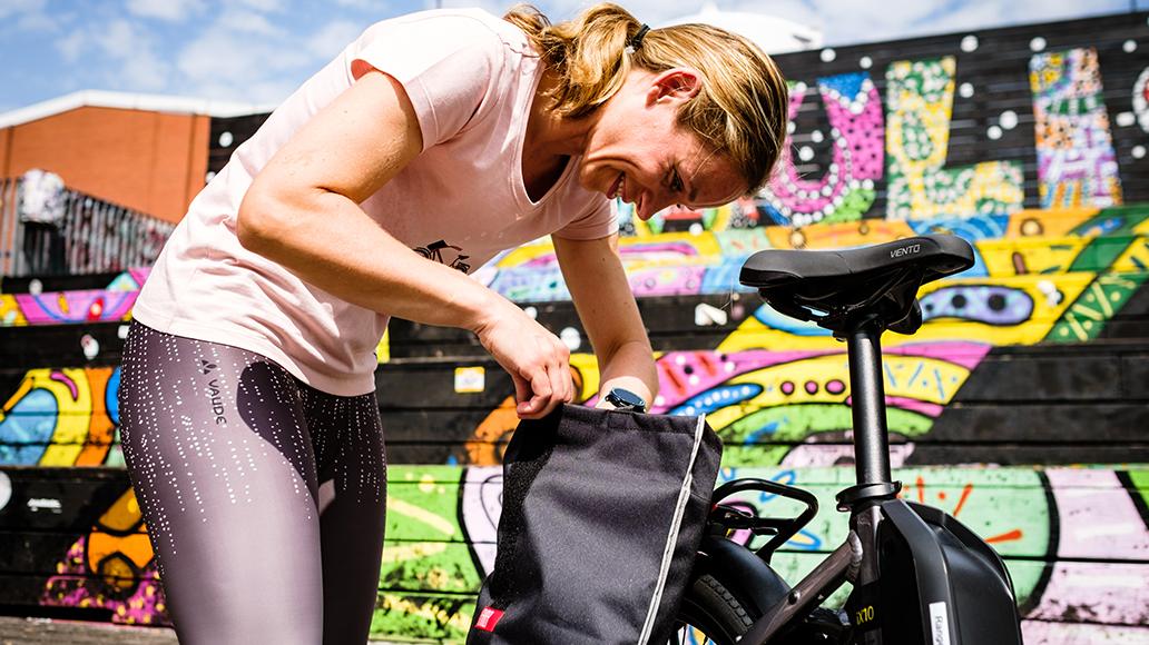Fahrradfahren, Stadt, Kleidung, E-Bike