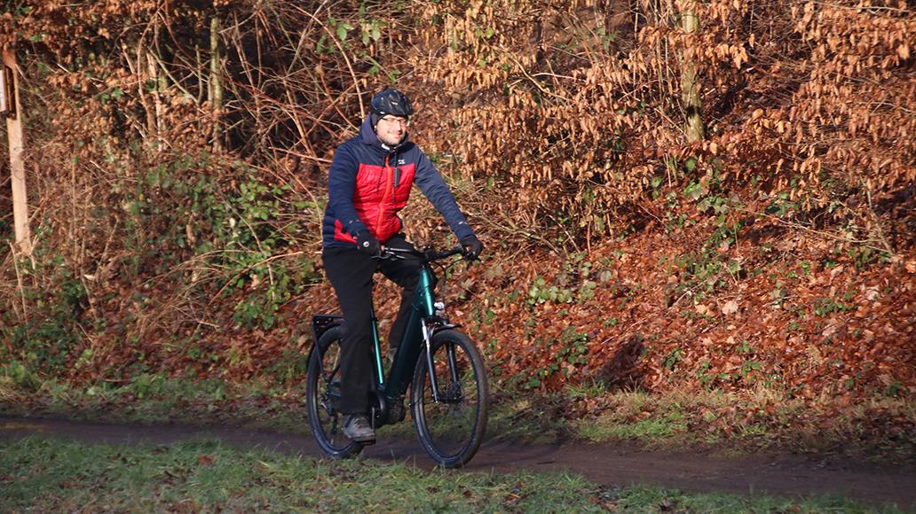 Schön komfortabel, trotzdem auch eine spur sportlich ist das Tiefeinsteiger-E-Bike.